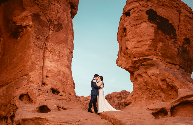 Should You Elope or Have a Big Wedding? Tips for How to Navigate This Question